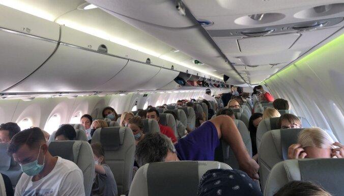 """Читатель: """"А где дистанция? airBaltic забил самолет под завязку"""""""