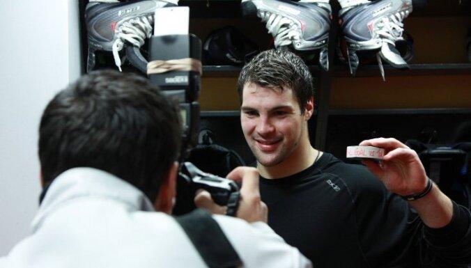 Daugaviņam pirmie vārti NHL; 'Senators' izcīna sesto uzvaru pēc kārtas
