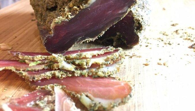 Soli pa solim: vienkāršs veids, kā mājas apstākļos pagatavot vītinātu gaļu