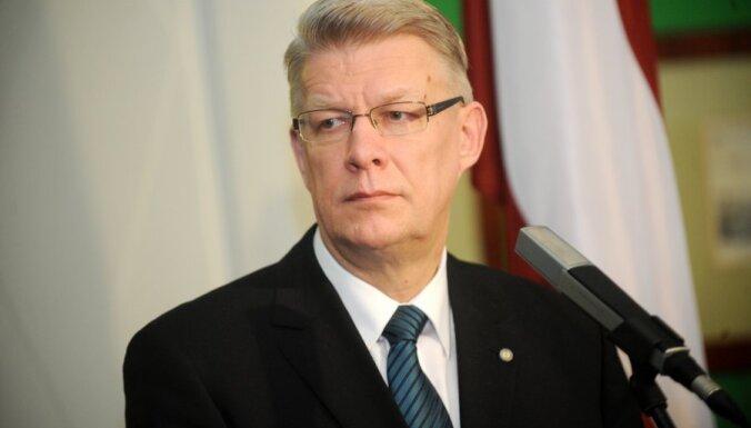 Zatlers: laikam starp izvirzīšanu un balsojumu Saeimā par Valsts prezidentu ir jābūt lielākam