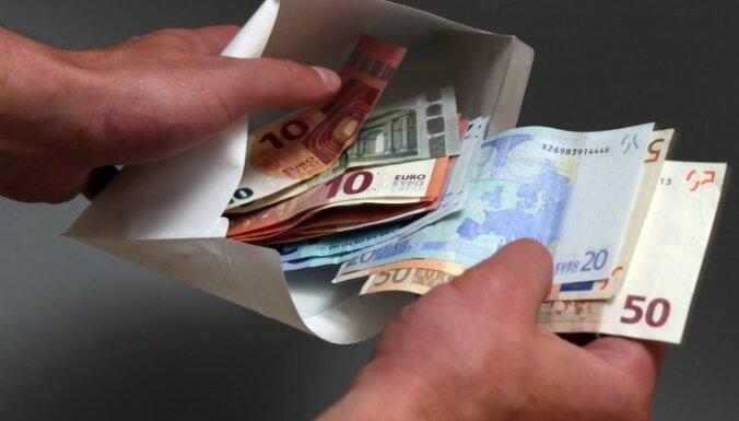 Bauskas novadā par kukuļdošanu aiztur autovadītāju no Lietuvas