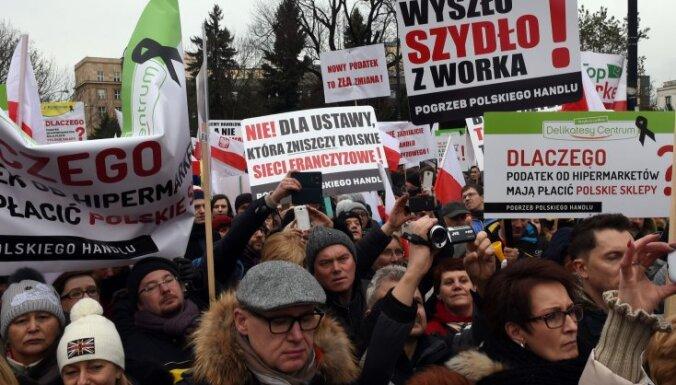 Polijā tūkstošiem mazo veikaliņu īpašnieku protestē pret valdības plānoto nodokli