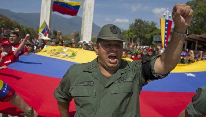 Politologi: Čavesa nāve sacelšanos Dienvidamerikā neizraisīs, naftas cenas būtiksi neietekmēs