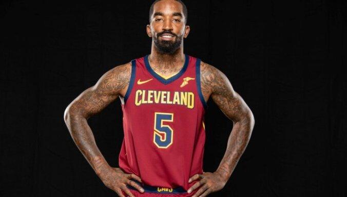 NBA pieprasa Klīvlendas 'Cavaliers' spēlētājam aizklāt tetovējumu uz kājas
