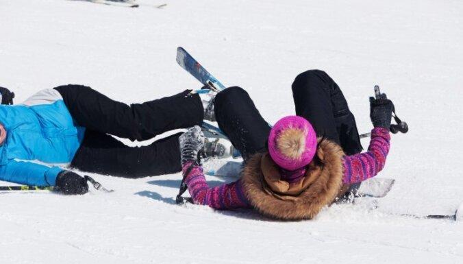 Sestdien traumas guvuši vairāki ziemas prieku baudītāji