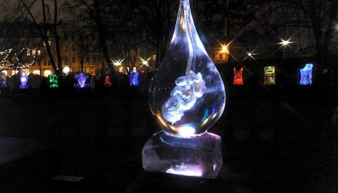 Fotoreportāža: Atklāts ledus skulptūru parks 'Kur sapņi satiekas'