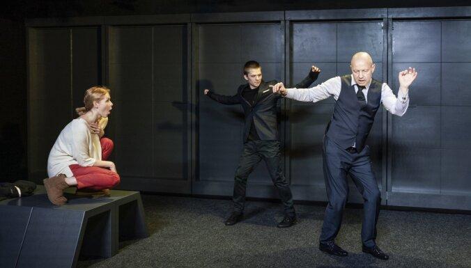 Foto: Intars Rešetins Dailes teātra Kamerzālē iestudējis izrādi 'Dēls'