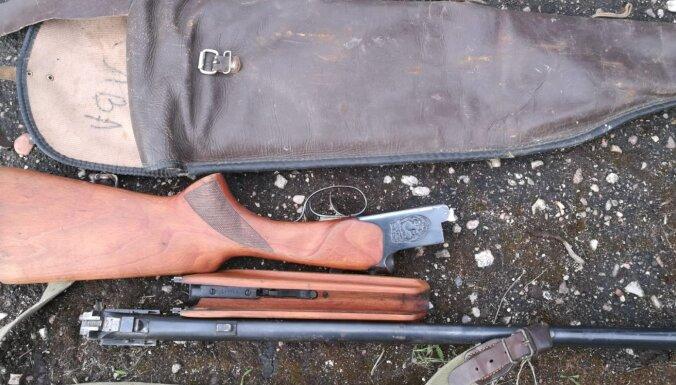 Ludzā par šaujamieroču, autoriepu un instrumentu zādzību aizturēts iespējamais vainīgais