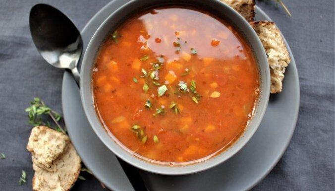 Суп из помидоров и чечевицы с тимьяном