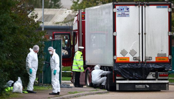 Гибель мигрантов в рефрижераторе: в Ирландии и Вьетнаме арестованы подозреваемые