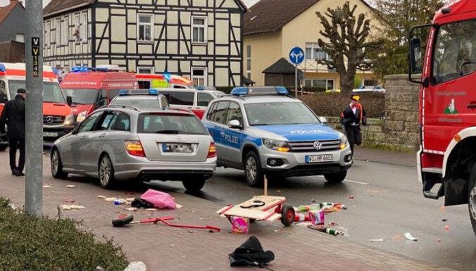 Умышленный наезд в Фолькмарзене: 52 пострадавших, 18 из них - дети