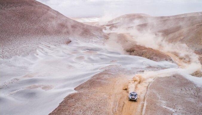 Foto: Peru nežēlīgais skaistums Dakaras rallija ātrumposmos