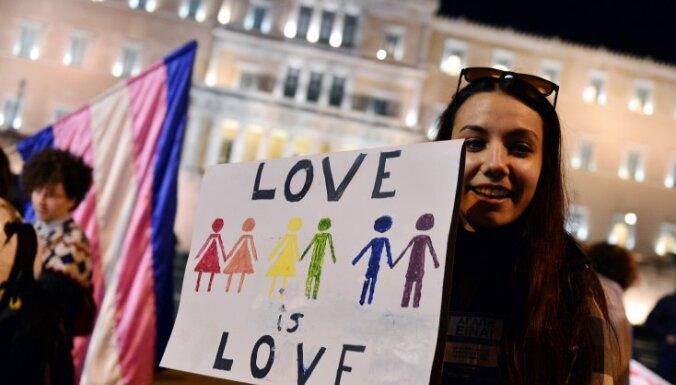 В Греции узаконили однополые партнерства