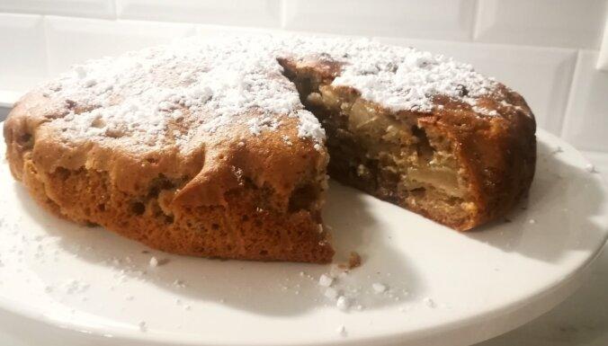 Vienkāršā ievārījuma kūka ar āboliem