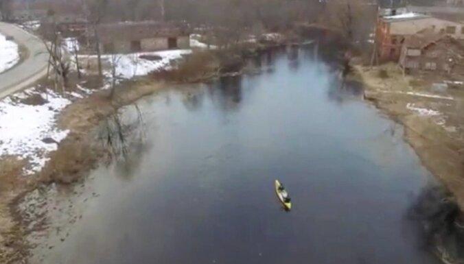 Video: Timrots Mazsalacā iemācās airēt kā 'indiānis' Gojko Mitičs