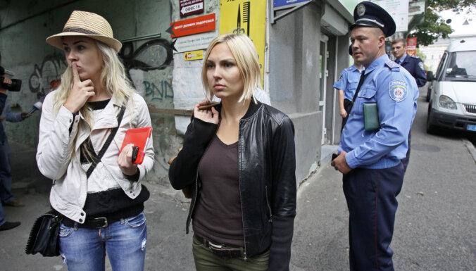 Активистка Femen избежала наказания за испорченную восковую фигуру Путина