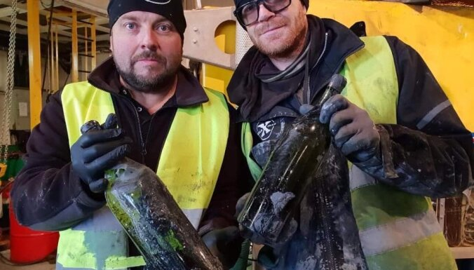 Baltijas jūrā atrastas simtiem alkohola pudeļu no Pirmā pasaules kara laika