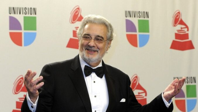 Blaters FIFA 'krīzes komitejā' iekļauj arī slaveno operdziedoni Plasido Domingo
