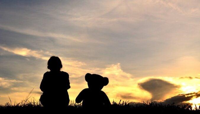 Mentore un adoptētu bērnu māmiņa: 'sistēmas bērnu' lielākais ļaunums ir sabiedrības aizspriedumi