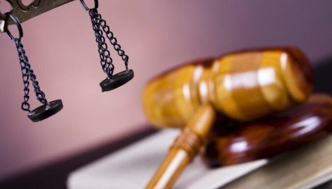 Lakučs no Indriksona tiesā prasa 100 000 latu parādu