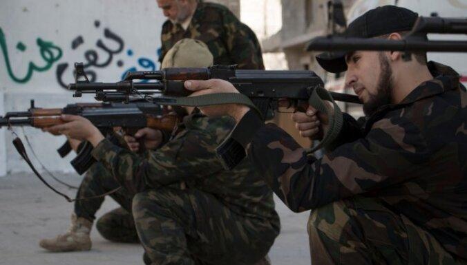 Sīrijā no Turcijas ieradušies 500 sīriešu nemiernieki