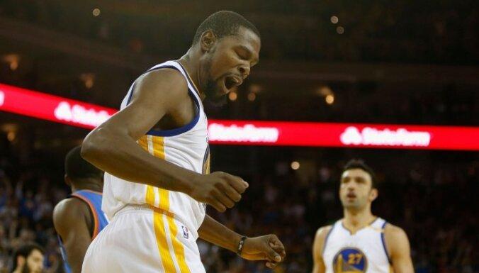 """ВИДЕО: """"Голден Стэйт"""" разгромил """"Кливленд"""" в первом матче финала НБА"""