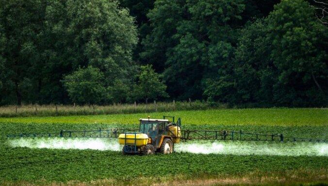 Visvairāk nodokļu parādnieku – lauksaimniecības, mežsaimniecības nozarē, liecina pētījums