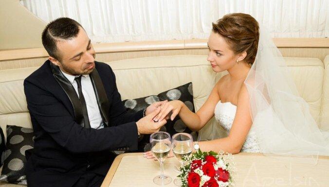 Roberto Meloni draiskojas līgavaiņa tēlā