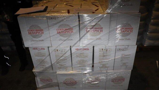 ФОТО. ЧП в Рижском порту: более 16 000 бутылок водки заменили на минералку