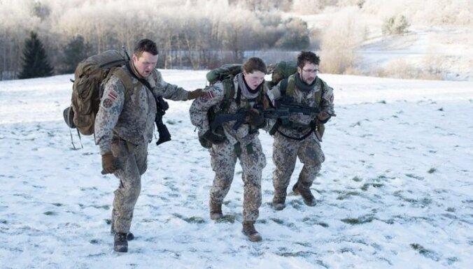 Foto: Zemessardzes Studentu bataljona komanda Igaunijā piedalās izturības pārgājienā