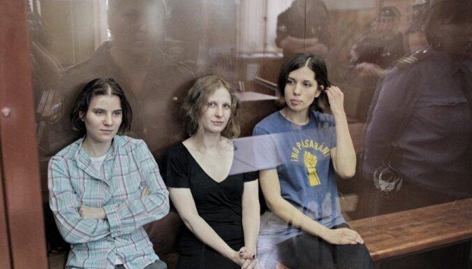 Участниц Pussy Riot приговорили к двум годам колонии (17.45)
