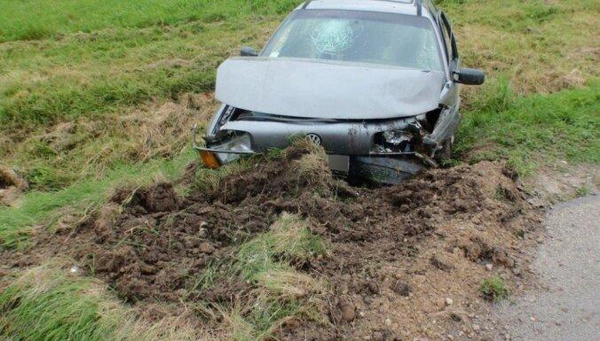 Rēzeknes novadā vīrietis ar zagtu auto izraisa avāriju