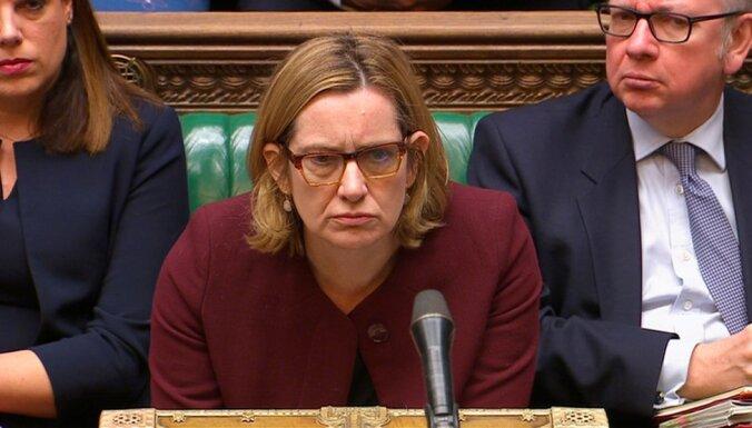 Глава МВД Британии ушла в отставку на фоне скандала с мигрантами