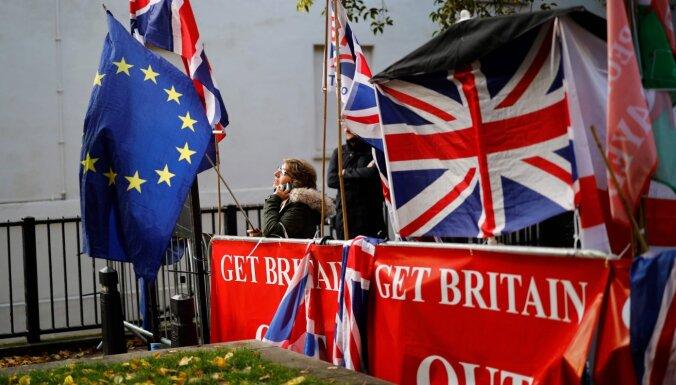 Lielbritānija pieprasa ES pārskatīt Ziemeļīrijas protokolu