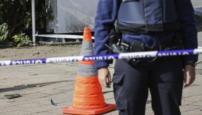 Uzbrucējs Briselē sadūris divus policistus