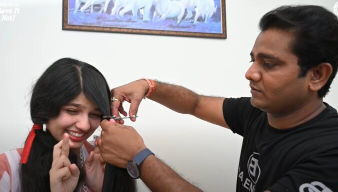ФОТО И ВИДЕО. Девушка с самыми длинными волосами в мире остригла их. Ее коса станет экспонатом в музее