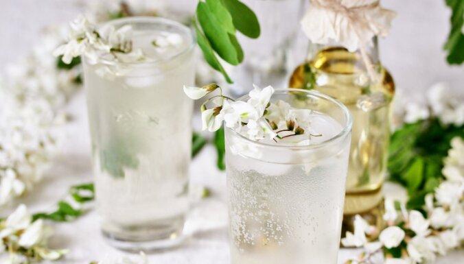 Desertos, limonādēs un salātos: kā izmantot ēdamos augļu koku ziedus