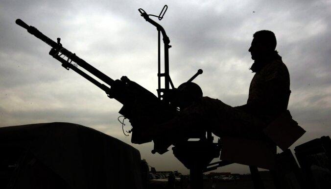 Irāna turpina bruņot Jemenas nemierniekus ar moderniem ieročiem, apgalvo ASV