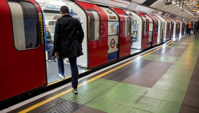 В метро Лондона прогремел сильный взрыв: начался пожар
