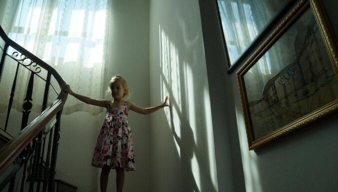 Psiholoģiskā neauglība jeb Kā vecmāmiņu dzīves pieredze ietekmē mūsdienu sievietes auglību