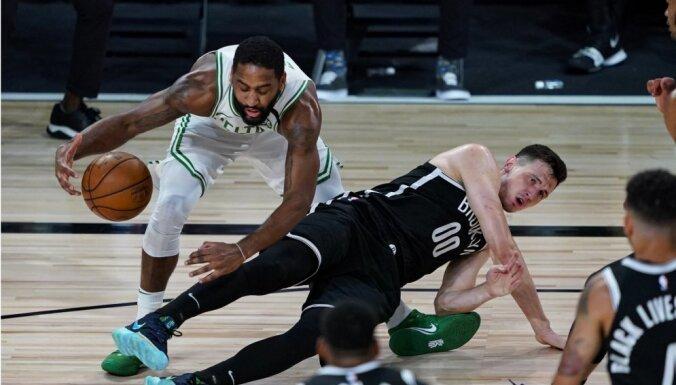 Kurucam laba precizitāte NBA spēlē; Pasečņiks paliek bez punktiem