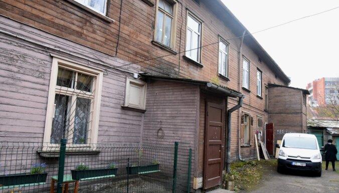 Defekts pagraba metāla sijas pārsedzē Limbažu ielas iegruvušajā mājā konstatēts jau pirms diviem gadiem