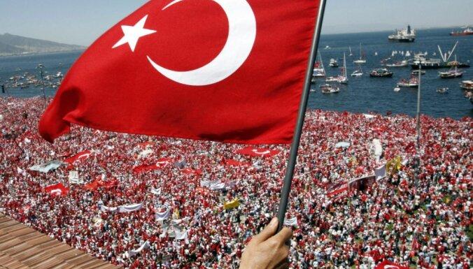 В ЕС исключили безвизовый режим для Турции в этом году после военного мятежа