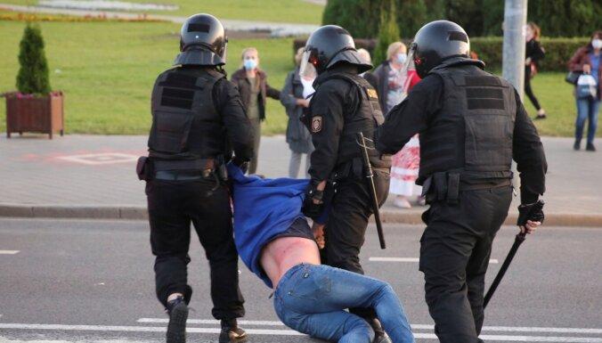 ФОТО. Беларусь: десятки задержанных, полиция применила водометы и слезоточивый газ