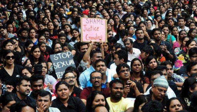 Indijā kārtējais izvarošanas upuris – sešgadīga skolniece; sākušās demonstrācijas