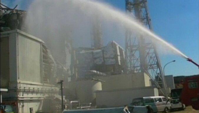 No Fukušimas AES Klusajā okeānā turpina izplūst radioaktīvais ūdens