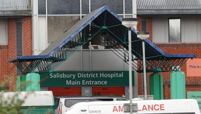 Посольство России просит больницу в Солсбери прояснить диагноз Скрипалей