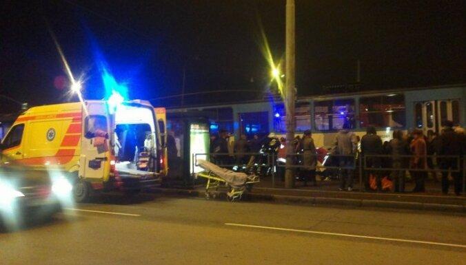 Пьяный мужчина в Риге попал под трамвай