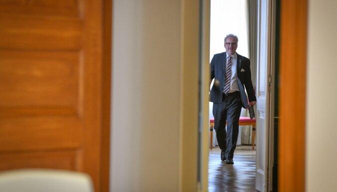 Канцелярия президента призвала все же не поднимать Левитсу зарплату