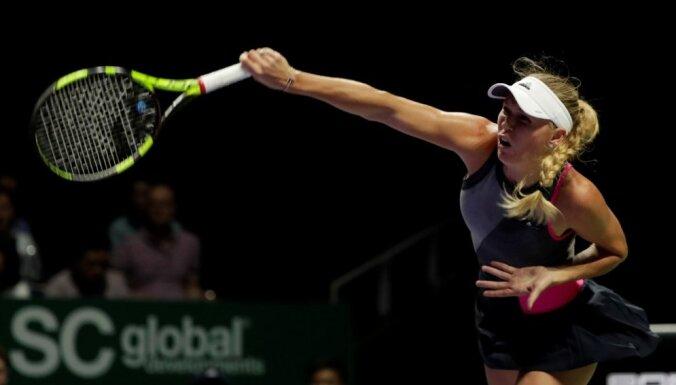 Vozņacki WTA finālturnīrā sagrauj pasaules ranga līderi Halepu